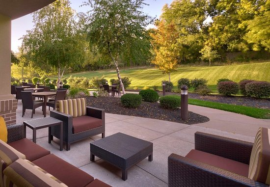 Shawnee, KS: Outdoor Patio