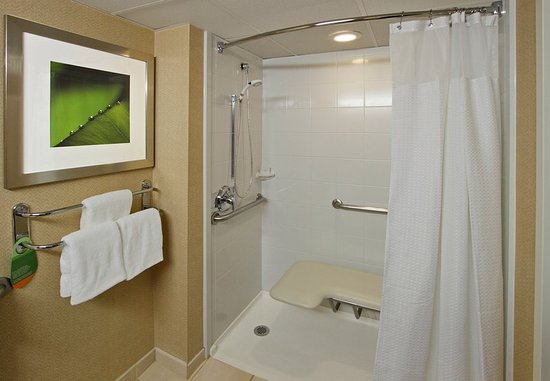 Mount Arlington, NJ: Accessible Guest Bathroom