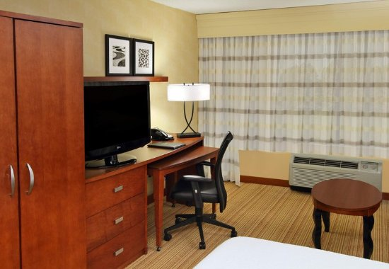 Mount Arlington, NJ: Guest Room Work Desk
