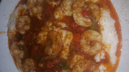 Madison, Теннесси: Hot catfish(singe), Shrimp and grits,  Hot shrimp,  Hot chicken breakfast,  Hot chicken Egg roll