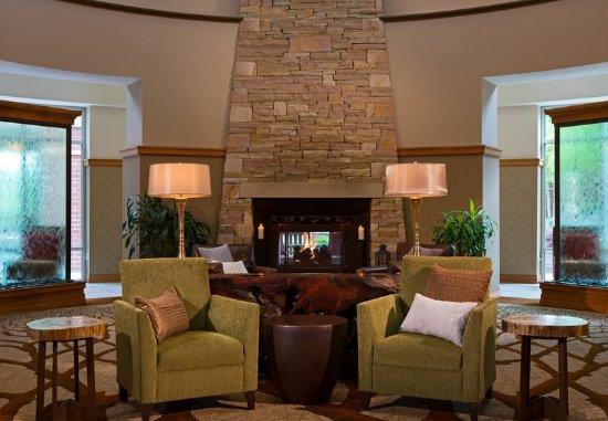 Kingsport, TN: Lobby Sitting Area