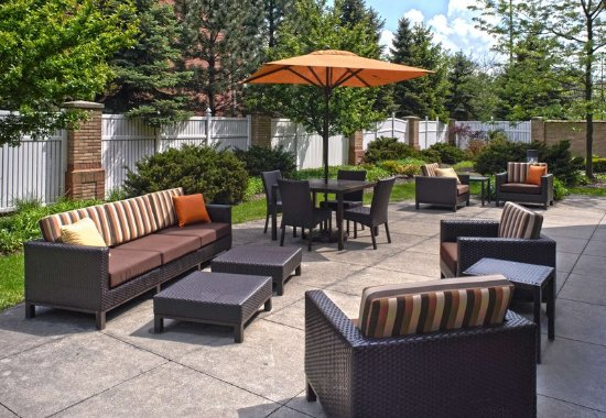 Independence, OH: Outdoor Terrace