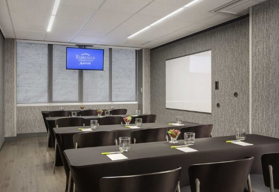 Fairfield Inn & Suites Chicago Downtown/Magnificent Mile : Ontario Meeting Room - Classroom Setup