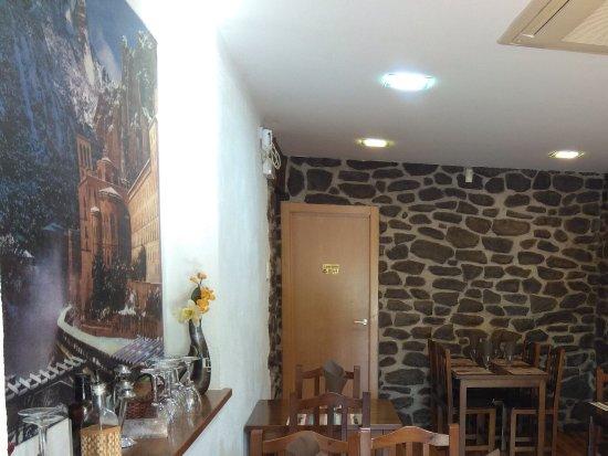 Comedor pequeño - Picture of Pont del Gat Restaurant, Monistrol de ...