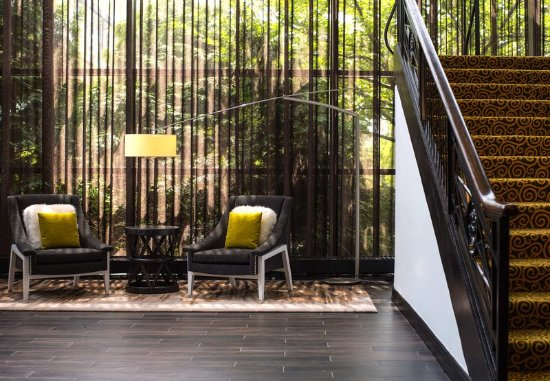 Harrison, NY: Lobby Seating Area & Staircase