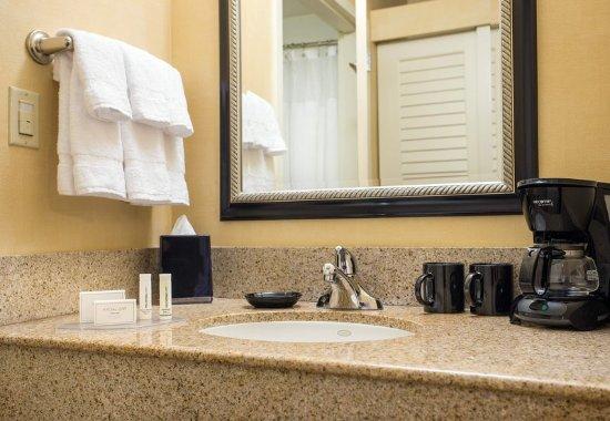 Hacienda Heights, Kalifornia: Guest Bathroom Vanity