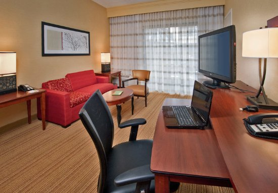 Willow Grove, PA: Double/Double Suite Living Area
