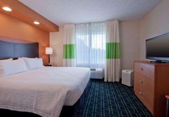 Houma, LA: Executive King Suite - Sleeping Area