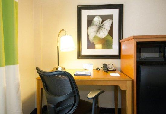 New Stanton, PA: Guest Room Work Desk