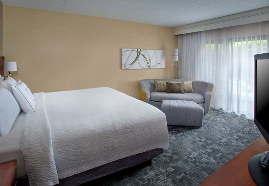 Andover, MA: King Guest Room