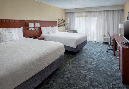 Andover, MA: Queen/Queen Guest Room