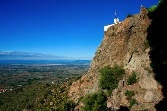 Palau-Saverdera, สเปน: Almost at the top. View towards Figueras