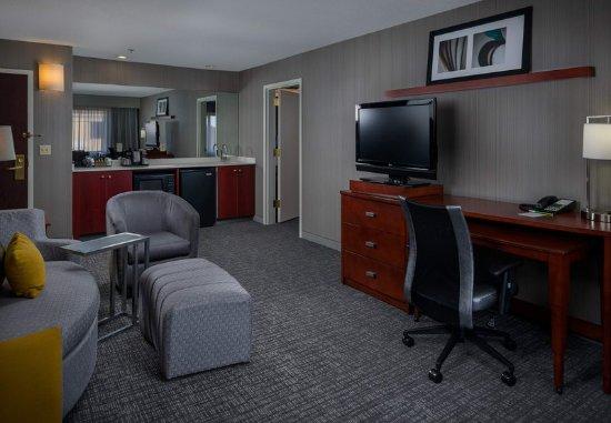 Orange, CT : Suite - Living Area