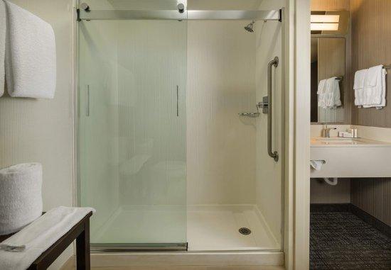 Orange, CT : Guest Room - Shower