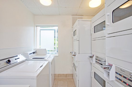 Staybridge Suites Torrance: Laundry Facility