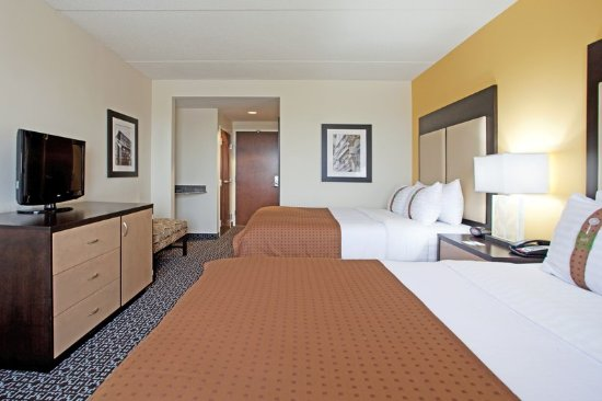 Holiday Inn & Suites Columbia - Airport: Two Queens-great for families visiting Riverbanks Zoo