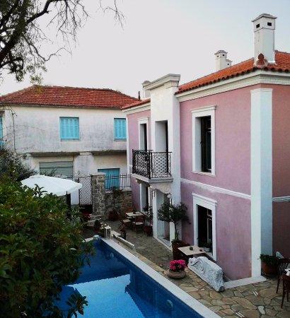 Argalasti, اليونان: Εξωτερική όψη του νεοκλασικού κτιρίου
