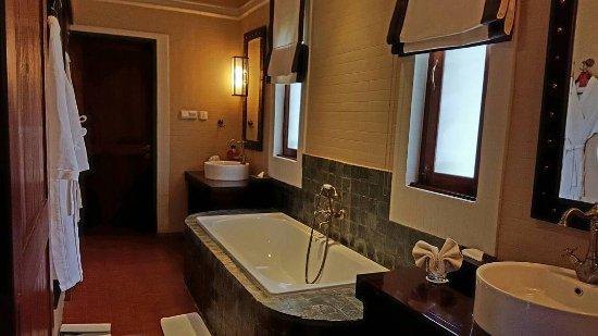 Bagan Lodge: Bathroom