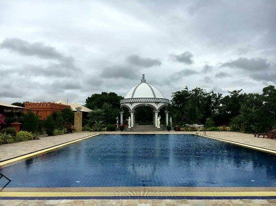 Bagan Lodge: Jacuzzi and Pool