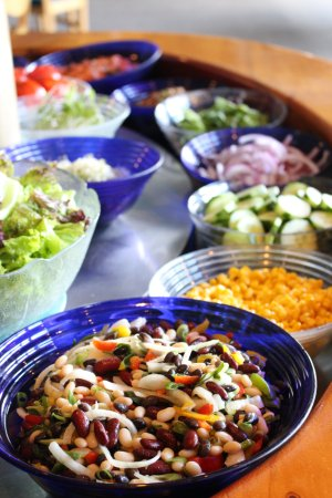 Kaitaia, New Zealand: Large Fresh Salad Bar - included with all main courses