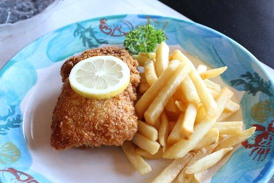 Kaitaia, New Zealand: Chicken Schnitzel Cordon Bleu - the most popular lunch in town