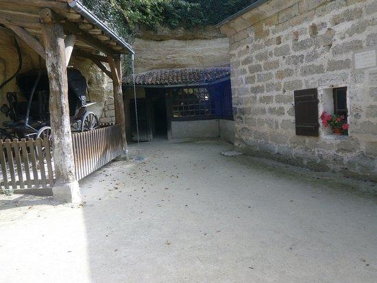 Célèbre Cave Museum, Village Troglodyte de Rochemenier, Louresse  BC54