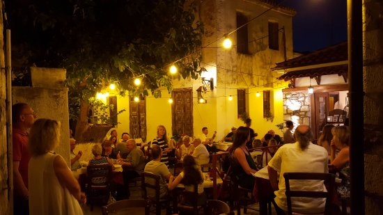 Taverna Alexandros: La piazzetta