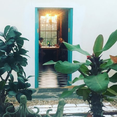 De Companjie Guesthouse & Restaurant: Our courtyard and restaurant