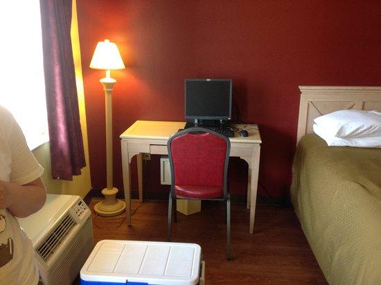 Foto de Econo Lodge Inn & Suites Maingate Central