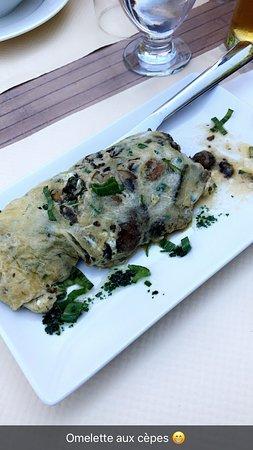 Feas, Francia: Garbure comme chez Mamie Et omelette aux cèpes succulente !! Sans parler du pavé de bœuf sauce a
