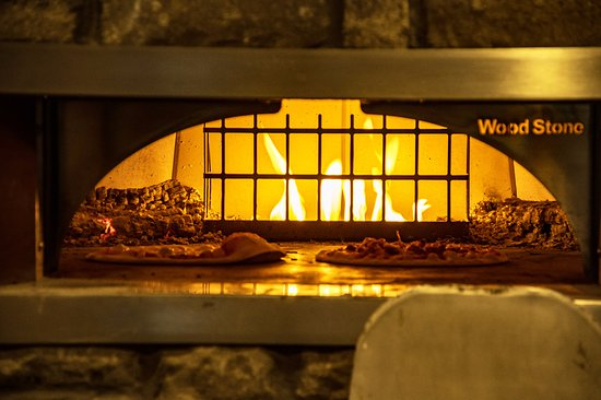 Blyth, Canada : wood fired pizza