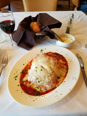 Pucciarello's Italian Kitchen: Lasagna with plenty of cheese!