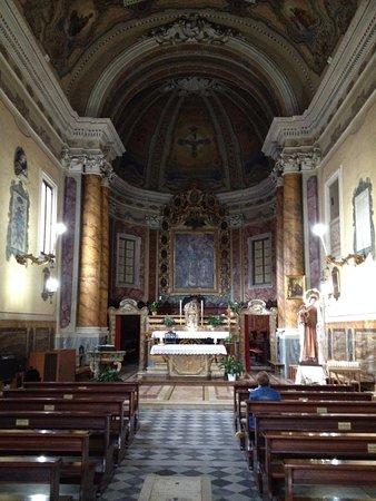 Osimo, Italie : Interno chiesa