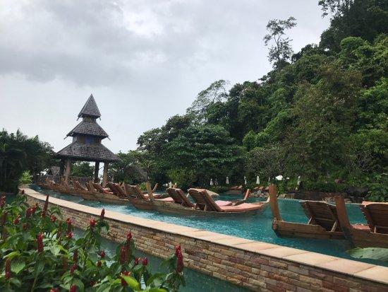 Beautiful resort lacking customer service