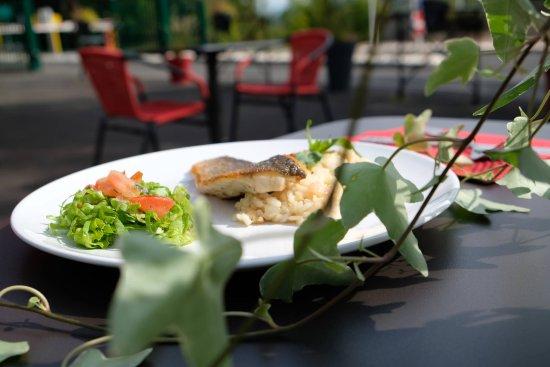 Ceyrat, Francia: Filet de bar & son risotto au basilic et crevettes