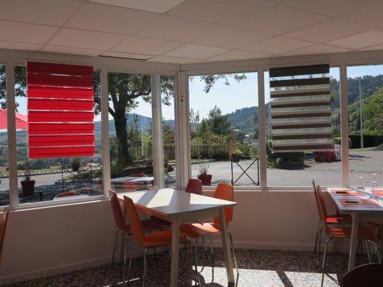 Ceyrat, Francia: Salle de l'Escale avec vue sur les collines environnantes