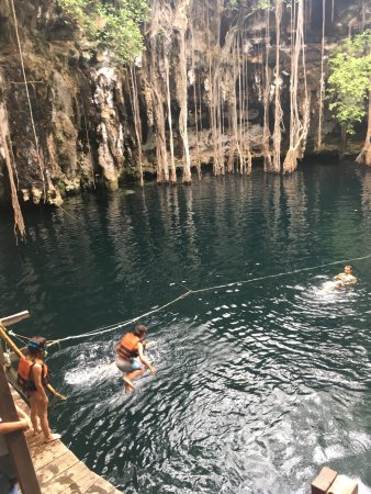 Cenote Yokdzonot: and during the jumps