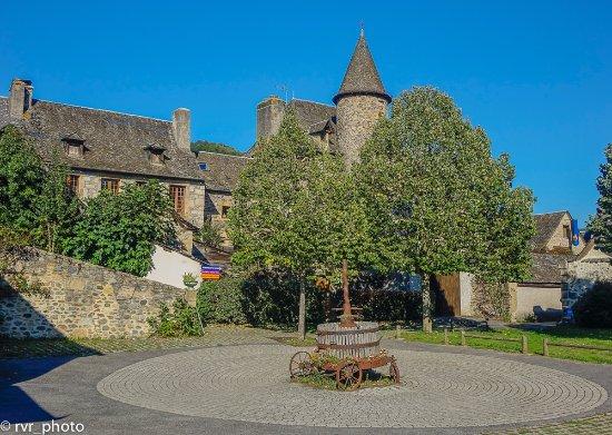 Plaza oficina de turismo en Sainte-Eulalie-d'Olt