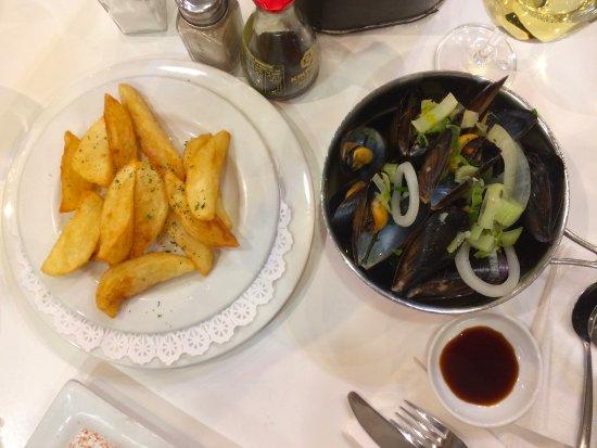 Willoughby & Co: steamed mussel with fried potatoes...