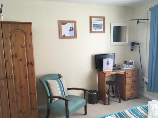 Pendoggett, UK: Double room with en-suite shower. Dog Friendly