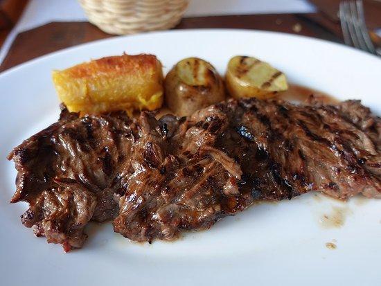 El Zaguan: 炭火焼きの肉が美味しい