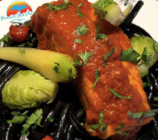 La Cruz de Huanacaxtle, Mexico: Salmon con Pasta negra
