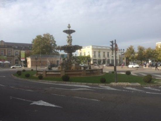 La Villa De La Paix : The fountain.