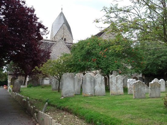 ‪‪Sompting‬, UK: Church and graveyard.‬