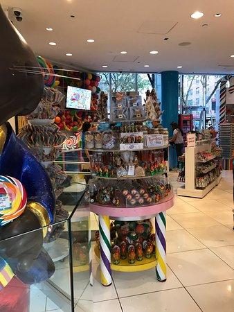 Dylan's Candy Bar : photo2.jpg