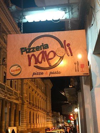 Napoli Pizzeria: Ich glaube die sind umgezogen. Ein paar Häuser weiter. Die Adresse stimmt nicht. Pizzabrot gab e