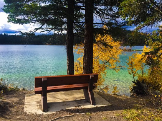 Logan Lake, Kanada: Fall hikes are an absolute must around this lake