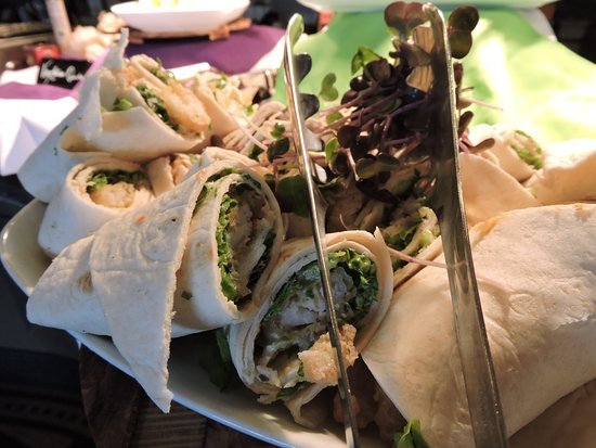 Best Western Plus Mariposa Inn & Conference Centre: Wraps of all sorts in our restaurant.