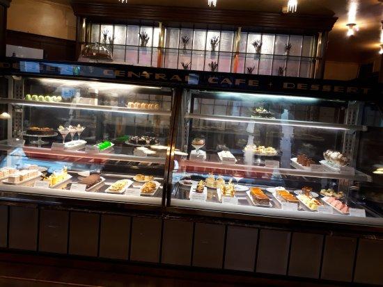 Centrál Kávéház és Étterem: vetrina dei dolci