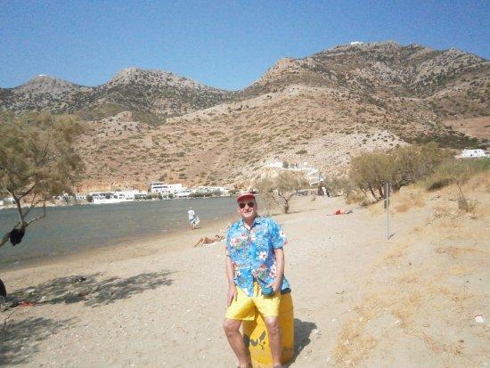 Kamares, Griekenland: UNE PLAGE PROPRE A 200 METRES DU PORT